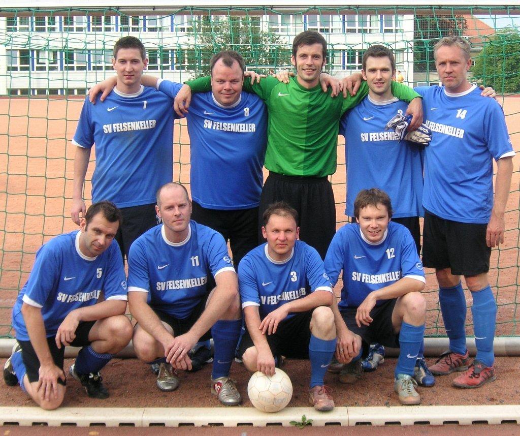 FKD-Mannschaftsfoto-Fussballgruppe-Olaf-Schubert-2009.JPG